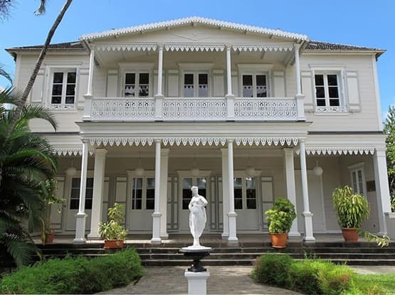 Contactez Ouest VTC, nous serons votre guide pour découvrir les villages et les sites touristiques de la Réunion